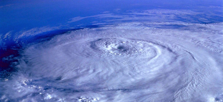 hurricane-92968_1920